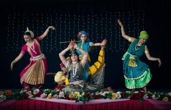 A Gaura-váni tánccsoport táncelőadása