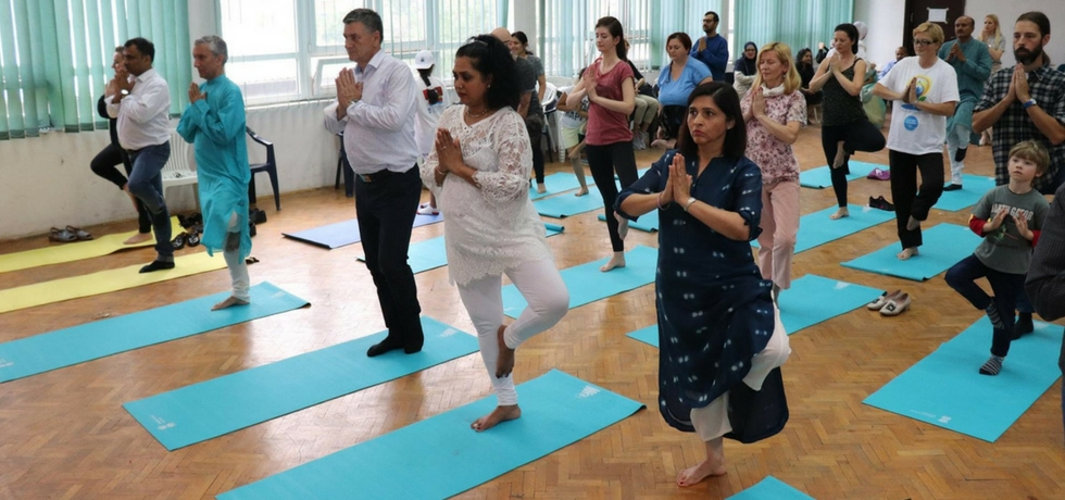 On the 16th June, 2018 IDY was celebrated in Zenica. The event started with beautiful classical dance performances of AIPA Bharatanatyam group. H.E. Ambassador Rahul Chhabra greeted the audience and talked about spreading everness with yoga and cultural programs. Mayor of Zenica was delighted by the programme that concluded in common yoga practice.